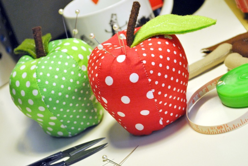 DIY Apple Pincushions - BugabooCity